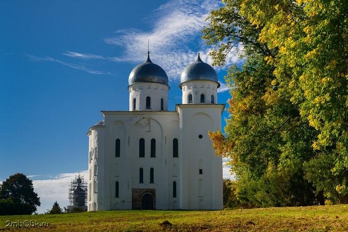Граф Орлов был погребен в Георгиевском соборе Юрьева монастыря. /Фото: img-fotki.yandex.ru