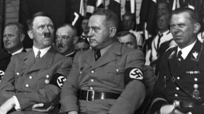 Мартин Борман с Адольфом Гитлером. /Фото: ichef.bbci.co.uk