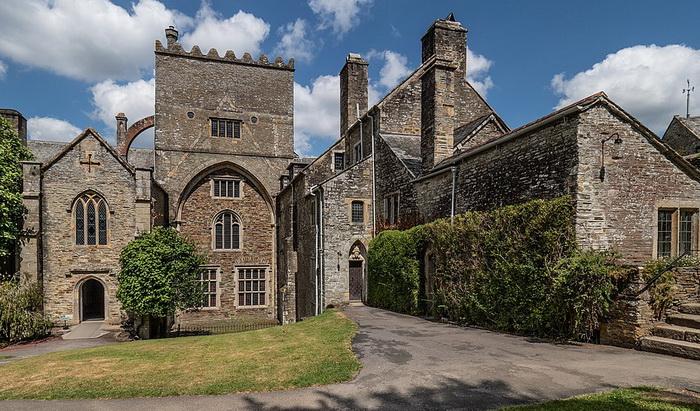Баклендское аббатство - его Дрейк приобрел после того, как был посвящен в рыцари