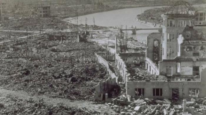 Здание торгово-промышленной палаты в Хиросиме после ядерного удара