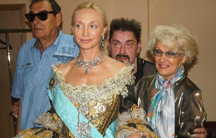 Кристина Орбакайте, сыгравшая молодую Фике – будущую императрицу, в четвертой серии «Гардемаринов» в роли уже взрослой Екатерины II