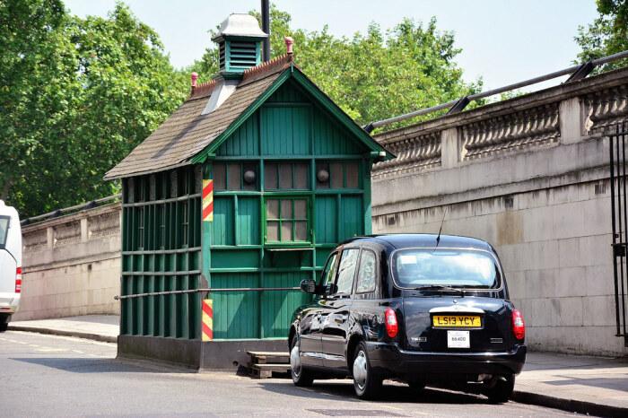 Спустя многие годы таксисты стали завсегдатаями Cab Shelter (Лондон, Великобритания). | Фото: janeslondon.com.