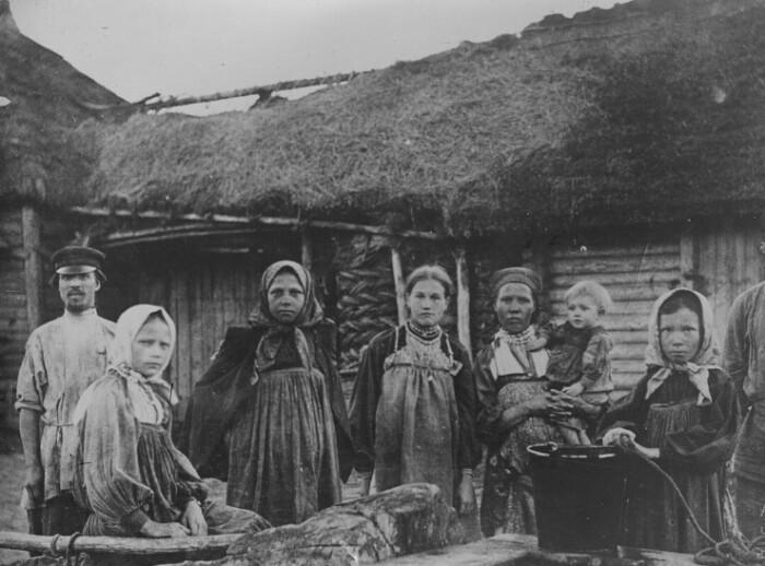 Бастарды рождались во многих семьях, хоть и считались позором.