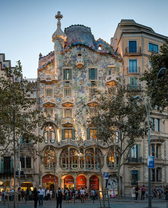 Каса-Батльо – дом в стиле модерн в Барселоне. /Фото: upload.wikimedia.org