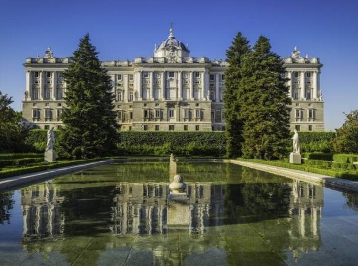 Королевский дворец в Мадриде – пример стиля барокко. /Фото: theaa.ie