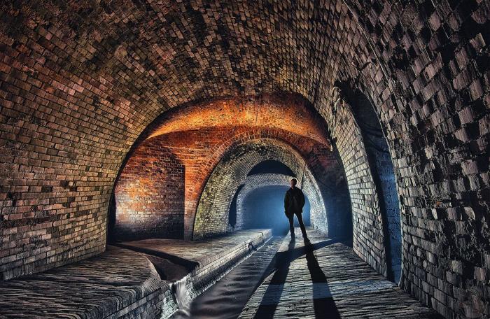 Кирпичная кладка в постоянно сыром подземелье до сих пор прекрасно сохранилась (Лодзь, Польша). | Фото: pikabu.ru.