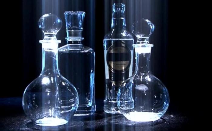 Красивые бутылки добавляют стоимости, а также защищают от фальсификации. /Фото: sredaobitaniyatv.ru