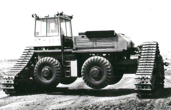 Пожалуй, это самый большой советский трактор. /Фото: drive2.ru
