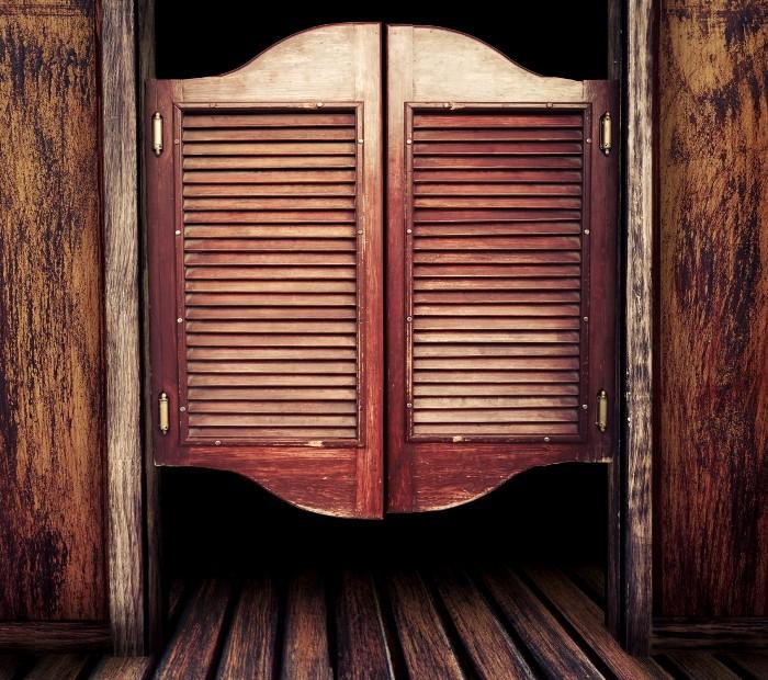 Оригинальная дверь с запоминающимся названием. /Фото: az-buki.moscow