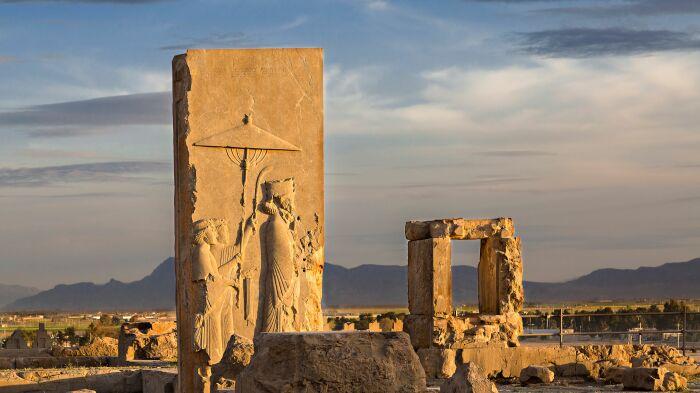 Рельеф царя Ксеркса, около 479 года до н. э., Персеполь. \ Фото: thoughtco.com.