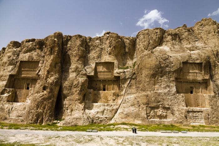 Ахеменидские гробницы Накш-э-Ростама, включая гробницы Ксеркса, Марвдашта, Фарса, Ирана, Азии. \ Фото: lorenzocafebar.com.