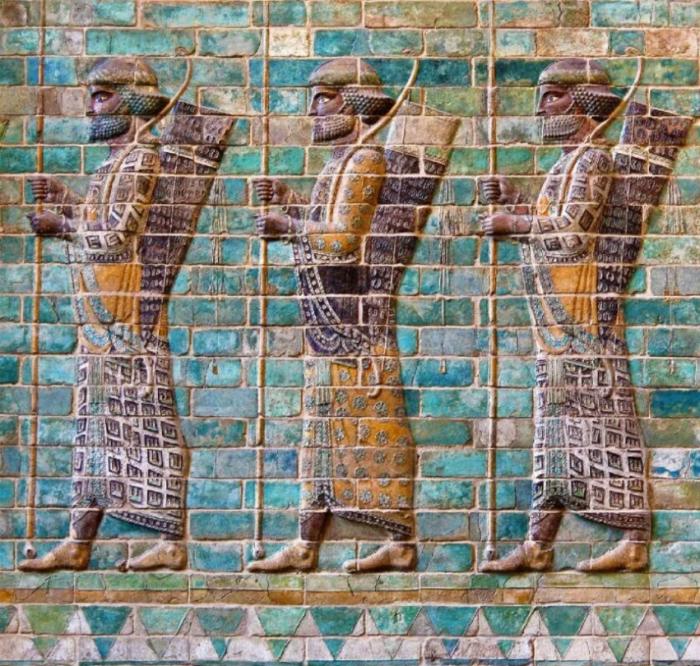 Фриз персидских бессмертных, около 510 года до н. э., Сузы. \ Фото: pinterest.ru.