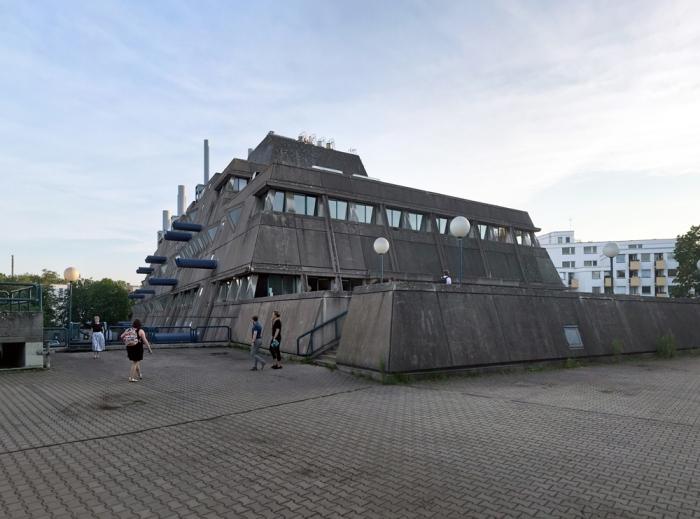 Действительно, чем-то похоже на капитанский мостик Дарта Вейдера. /Фото: greyscape.com