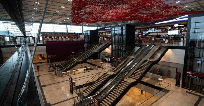 Странность интерьера нового аэровокзала. | Фото: uaport.net.