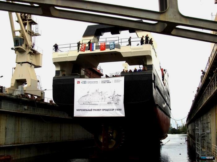 Траулер на стадии строительства. /Фото: fishnews.ru