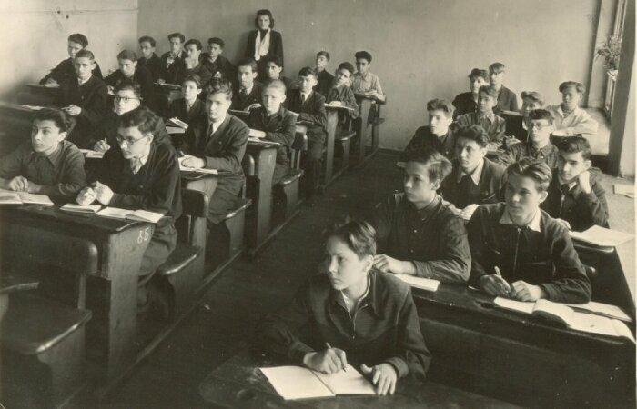 Абитуриенту не только не нужно было сдавать вступительные экзамены, но даже предъявлять документы об окончании средней или начальной школы / Фото: cont.ws