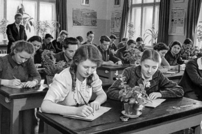 Советская система образования была хорошо продуманной, избежавшей массы реформ, стабильной, без ненужных нововведений / Фото: moskva.bezformata.com