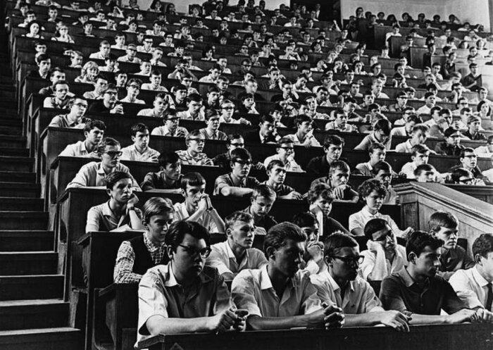 В довоенное время основным ориентиром молодежи стали рабочие профессии / Фото: fishki.net