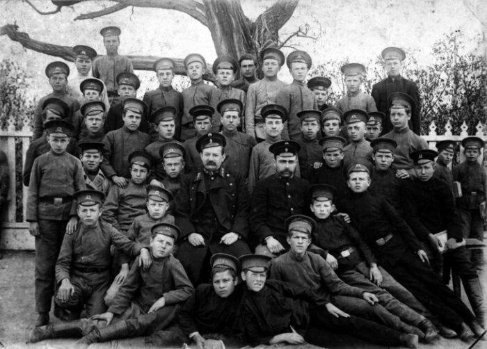 Бесплатным оставалось лишь обучение в военных высших учебных заведениях / Фото: atlasnews.ru