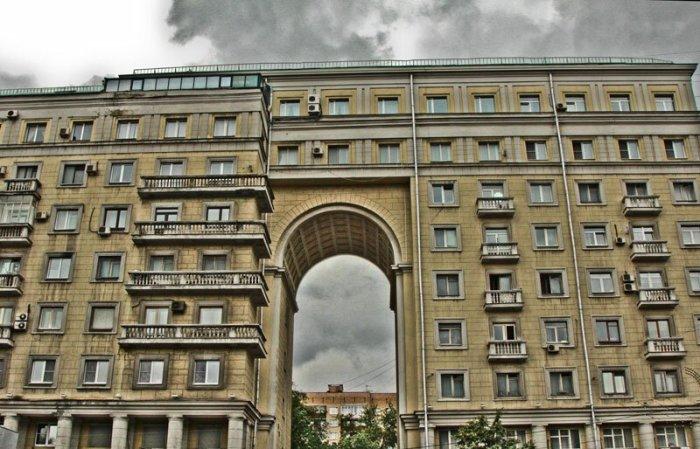 Жить в доме на Земляном валу престижно - даже квартиры без ремонта стоят очень дорого / Фото: chulga.livejournal.com