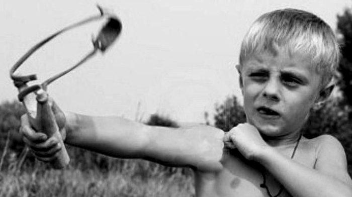 Рогатка - это не только весело, но и травмоопасно. /Фото: sm-news.ru
