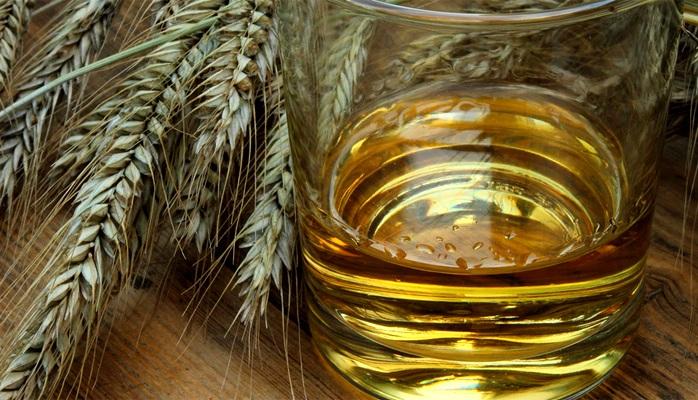 Пшеничный или ржаной спирт - самых качественный. /Фото: alcoprof.ru