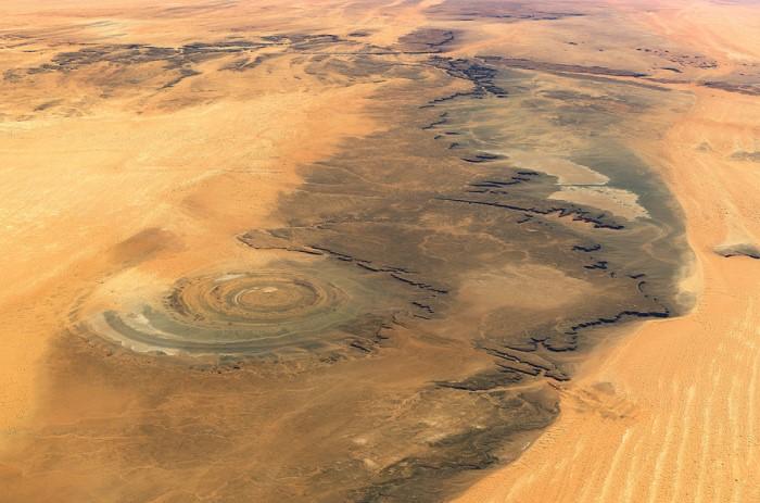 Уникальное геологическое образование диаметром 50 км располагается в западно-центральной части Мавритании / Фото: earth.imagico.de