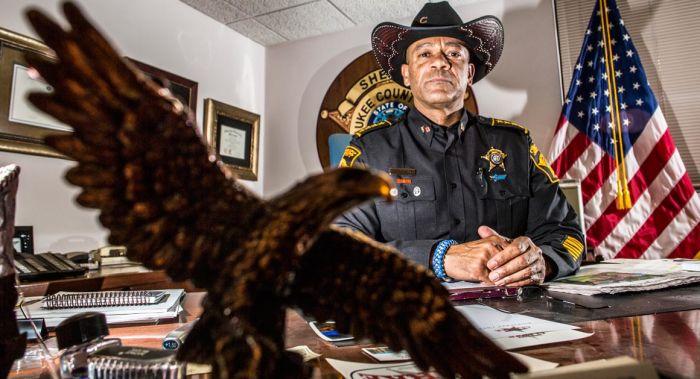 Шериф должен помогать полиции. |Фото: politico.com.