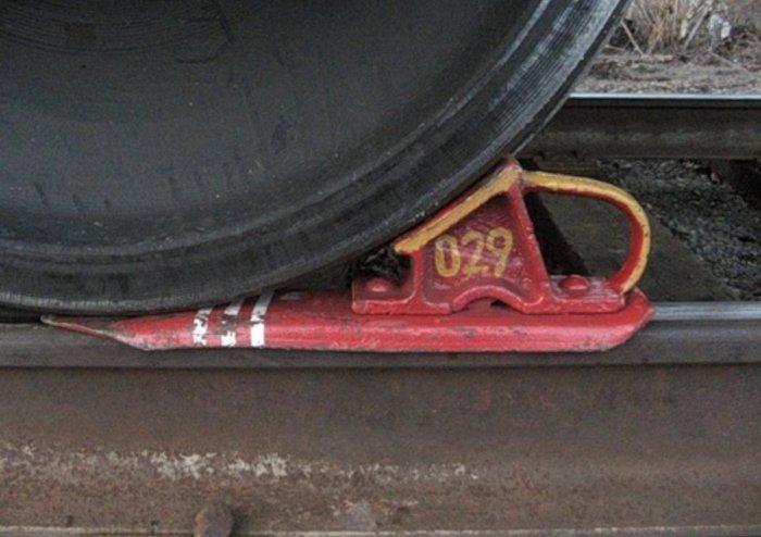 Есть башмаки для фиксации вагонов. |Фото: twitter.com.
