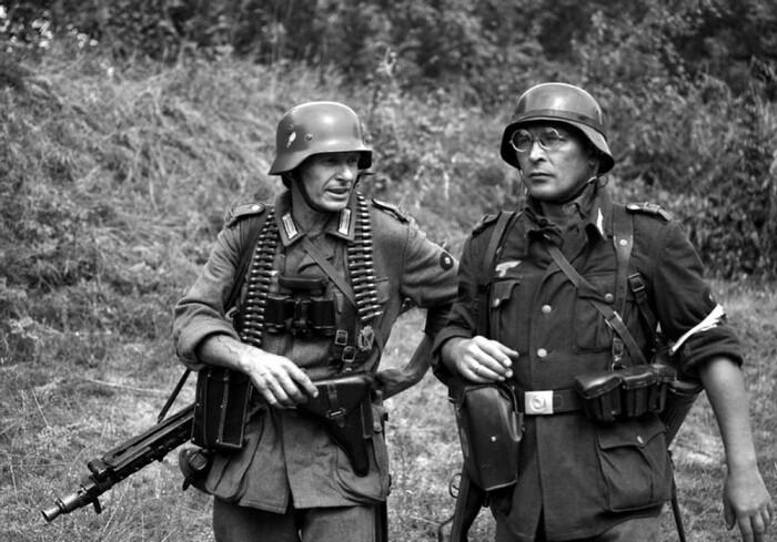 В немецкой армии сделали упор на технику, поэтому кобура с пистолетом заняла место холодного оружия / Фото: mayatnik.net