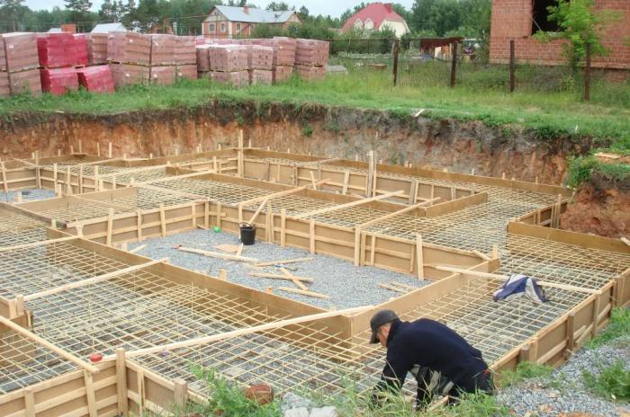 Несмотря на плюсы полимеркомпозитной арматуры, использование материала в частном строительстве весьма ограниченное / Фото: lipetsk.build2last.ru