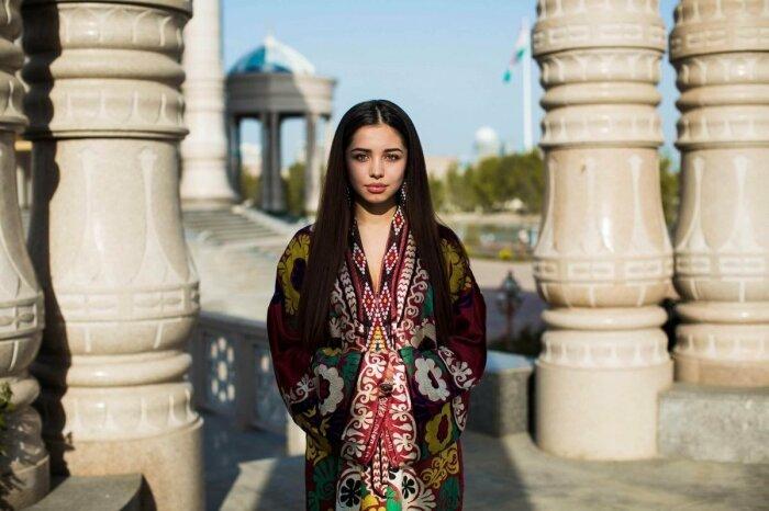 В городах можно встретить девушку с косичками, но редко, в основном там в моде более современные прически / Фото: yobte.ru