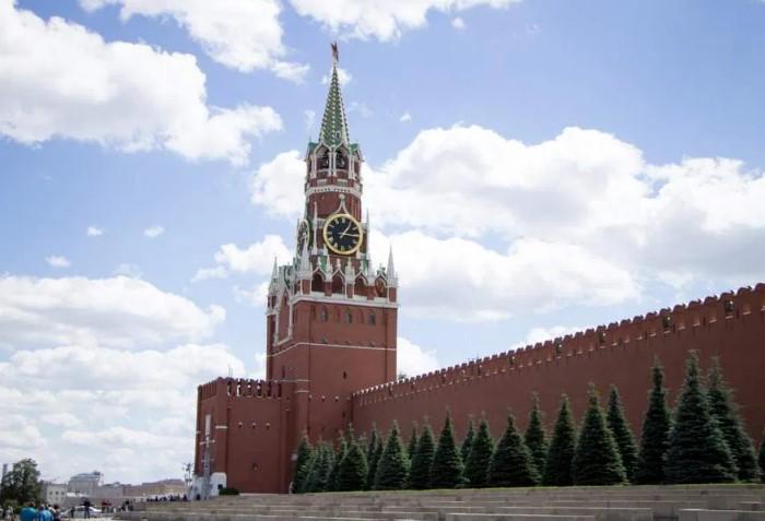 За историю существования Спасской башни было пять версий часов-курантов