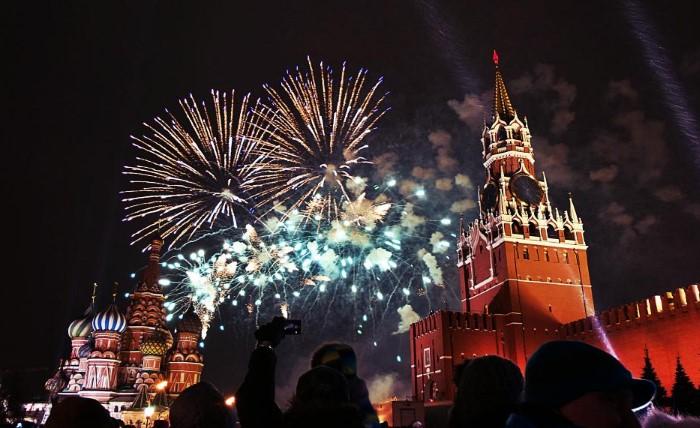Кремлевские куранты оповещают о наступлении Нового года / Фото: