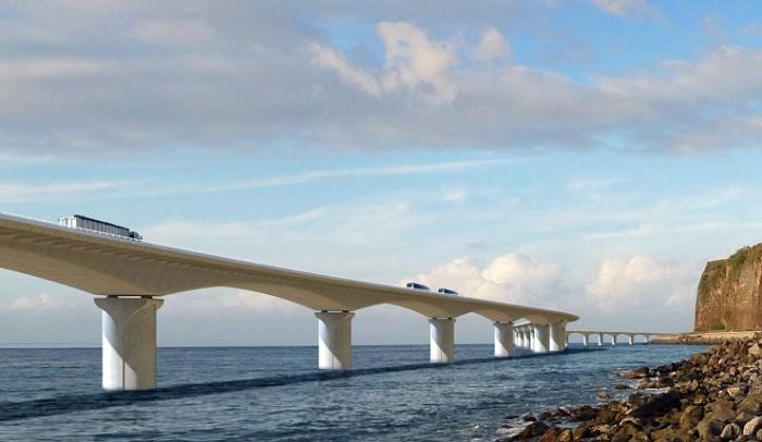 5,4-километровый морской виадук – масштабная и технически сложная структура (Nouvelle Route du Littoral). | Фото: bouygues-construction.com.