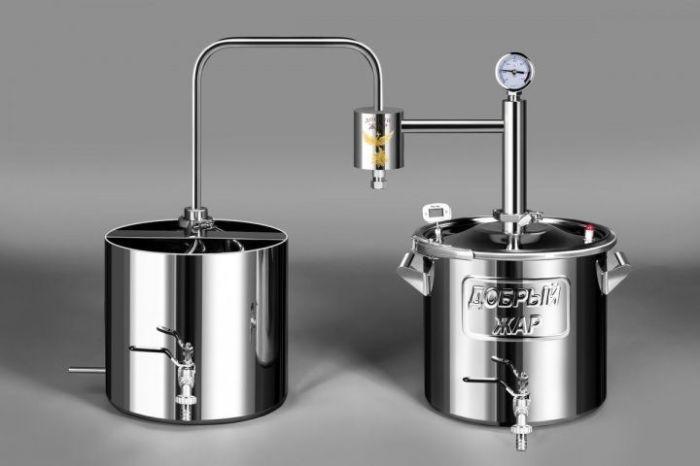 Технология производства у самогона фактически такая же, как и у водки. /Фото: sadpom.ru.