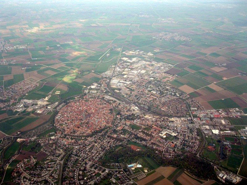 Круглый город в метеоритном кратере Круглый город, бавария, город в кратере, это интересно