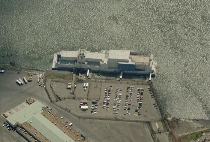 Единственная плавучая тюрьма Vernon C. Bain Center сегодня есть в США / Фото: ru.esosedi.org