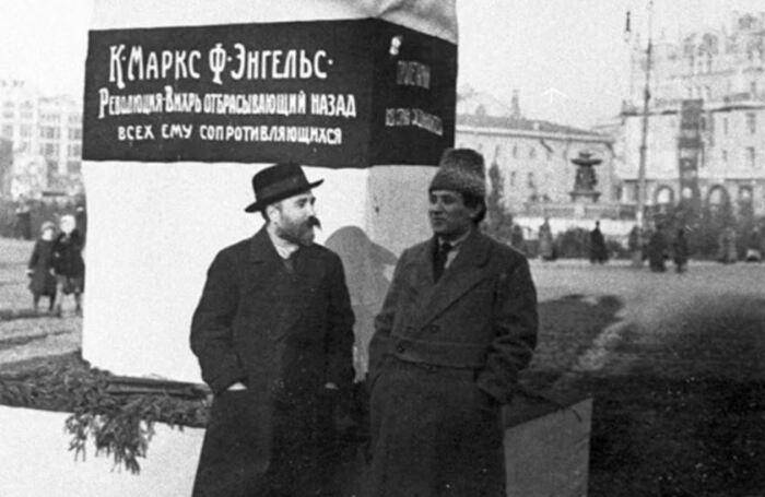 Зиновьев, Каменев, Рыков брали псевдонимы от слов близких к простому народу. /Фото: Twitter.