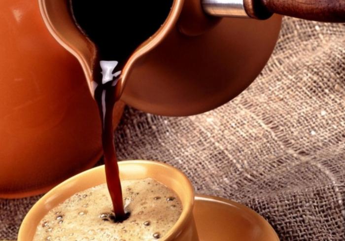 Зерновой кофе можно заварить как в турке, так и без нее / Фото: twitter.com