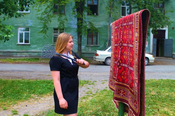 Выбивать ковры на улице запрещено / Фото: allremont59.ru