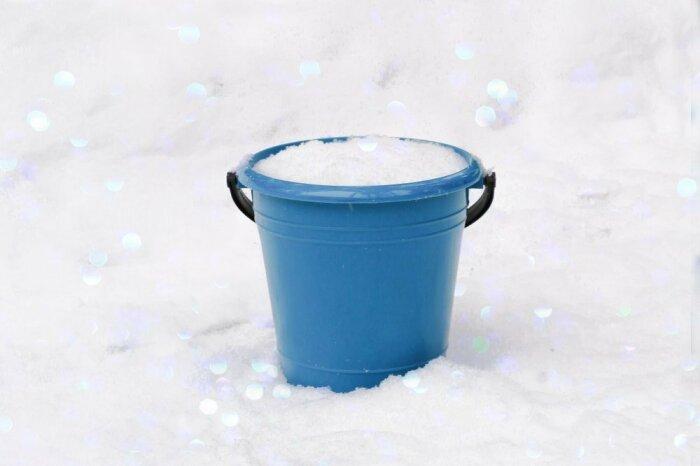чтобы получить эти два литра воды из снега, понадобится его употребить до шести-семи литров / Фото: огородсад.рф