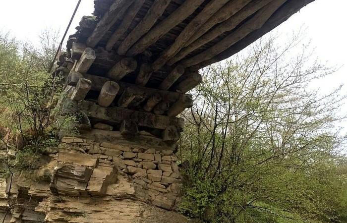 Мост возведен без единого гвоздя. |Фото: porosenka.net.