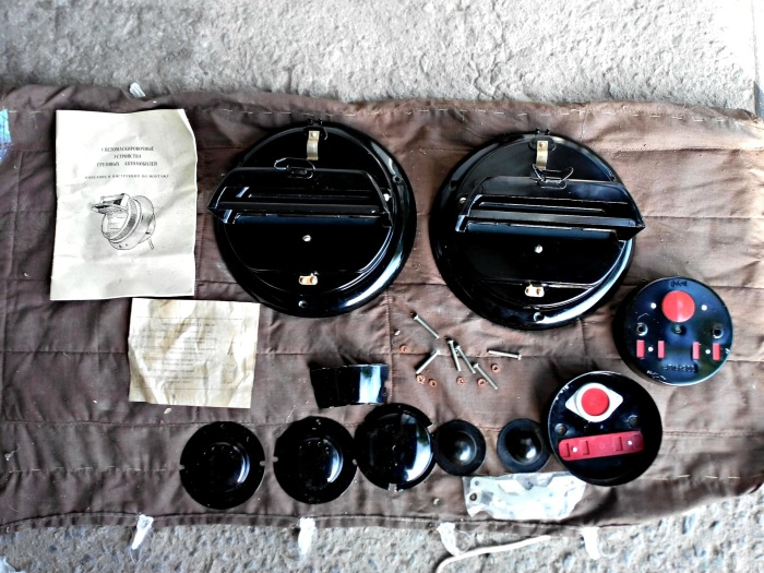 Светомаскировочный комплект устанавливается на автомобиль для его маскировки в темное время суток / Фото: drive2.com