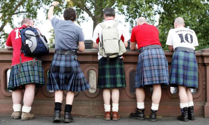 Мужчины в традиционной шотландской одежде. \ Фото: livejournal.com.