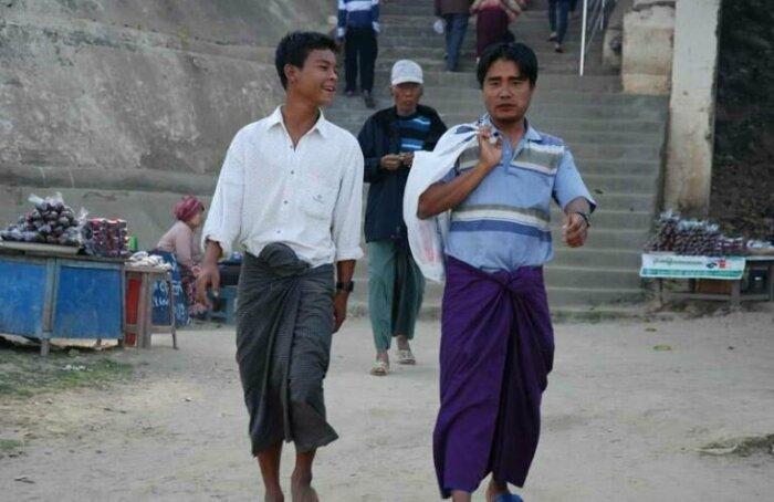 Мьянманские мужчины носят либо пасхоу, либо тхами. \ Фото: buzzon.live.