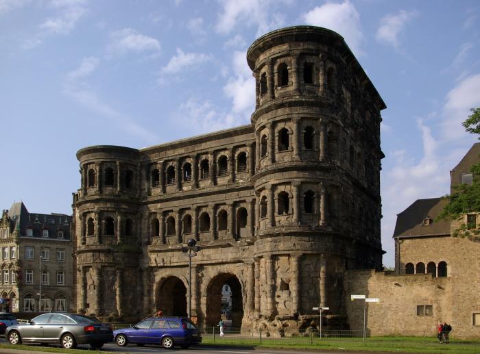 Римские ворота Порта Нигра находятся в Трире, Германия. \ Фото: phanba.wordpress.com.